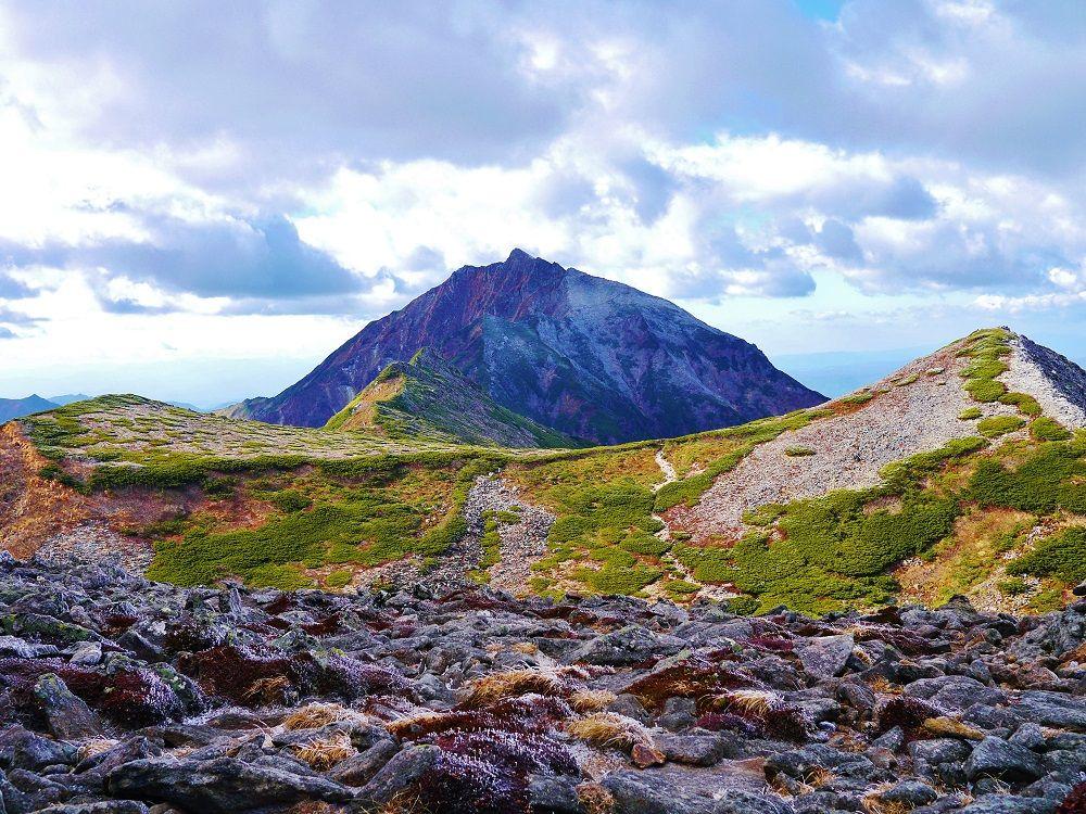 北海道東大雪に聳える孤高の秀峰「ニペソツ山」の晩秋登山