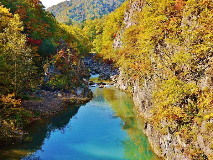 「定山渓温泉」の絶景紅葉はここにあり!「二見吊橋」からの眺め