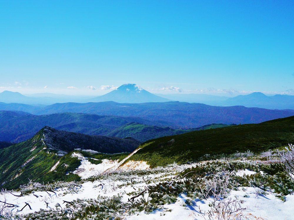 「余市岳」山頂からはパワースポット「羊蹄山」の姿も!