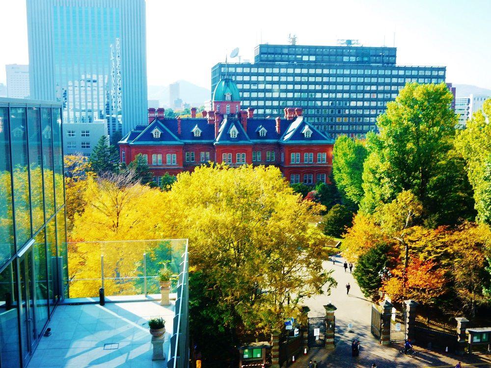 赤れんがテラスから眺める北海道庁旧本庁舎(赤れんが庁舎)も美しい