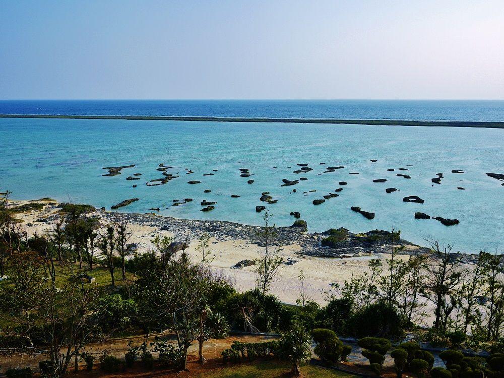 白砂とエメラルドブルーのビーチ!「シンリ浜」