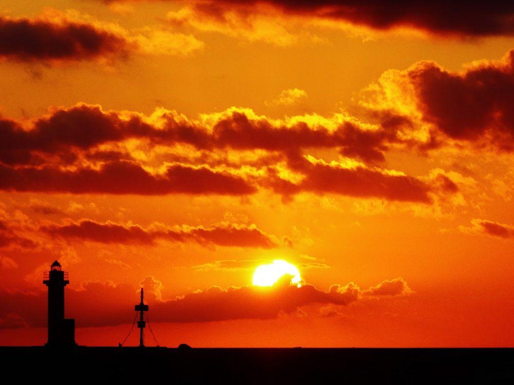 絶景サンライズ!利尻島の朝は鴛泊港に昇る日の出を拝もう