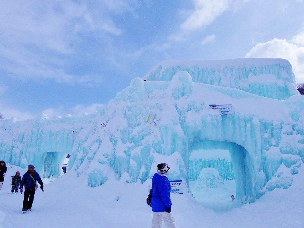 支笏湖ブルーに輝く美しき氷の祭典!千歳・支笏湖氷濤まつり
