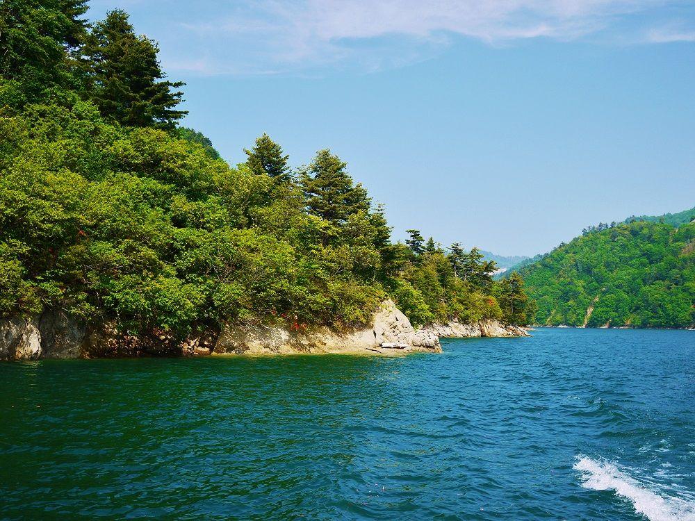 ダム湖百選にも選出される美しき人造湖