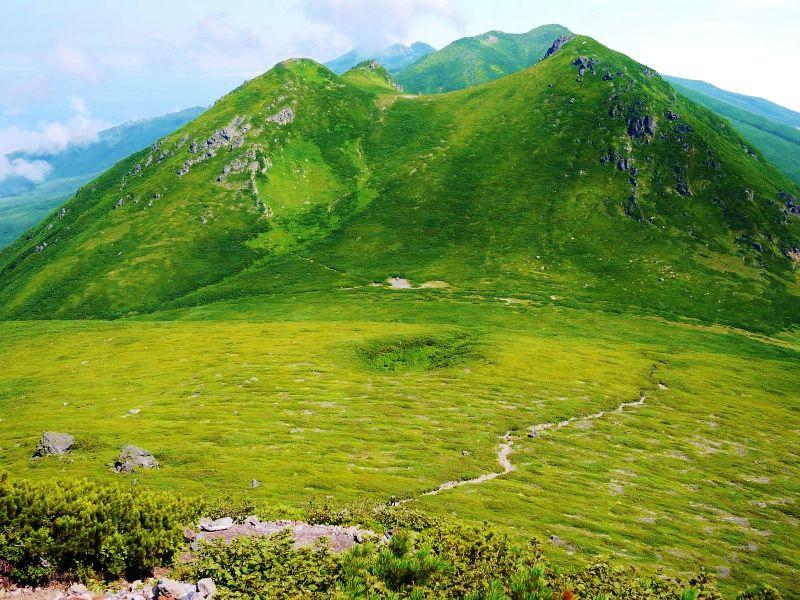 山頂から望む知床連山