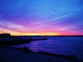 利尻富士の展望に朝焼け!礼文島の美しき玄関口「香深港」