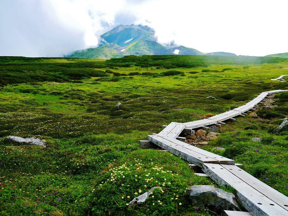 """天空に広がる大自然""""神々の遊ぶ庭""""を抜けてトムラウシ山へ"""