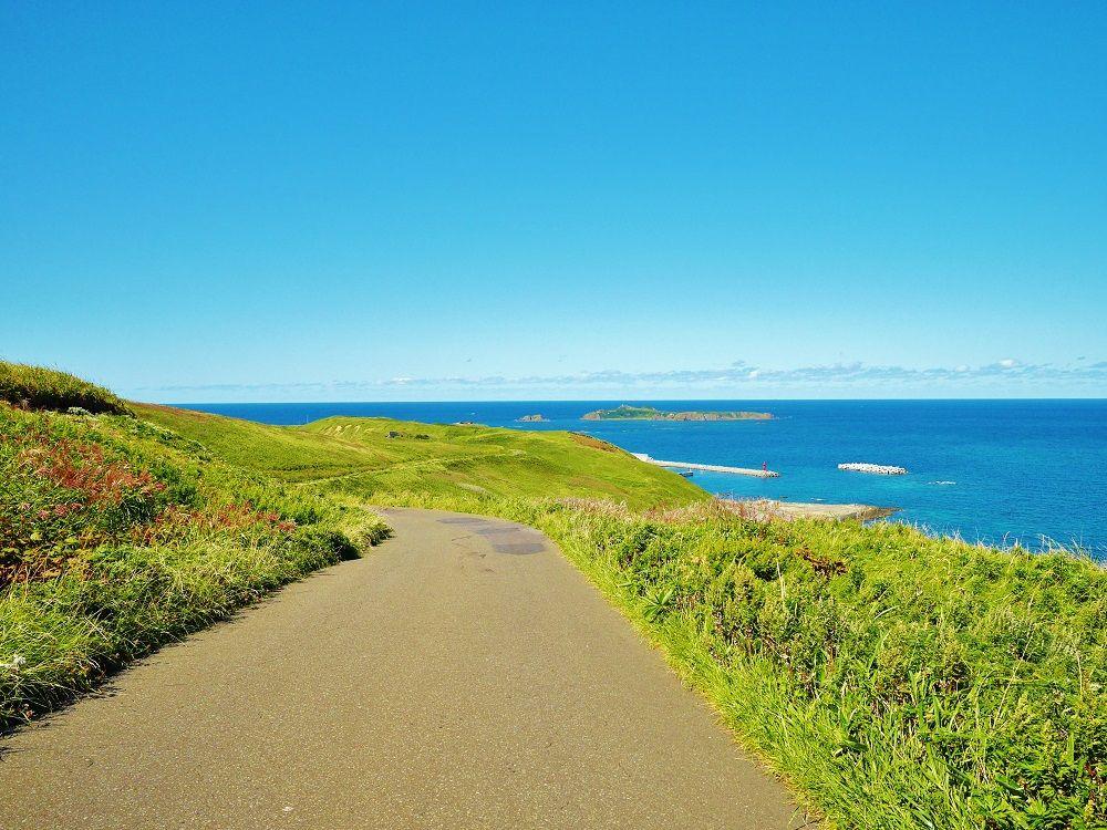 礼文島北部を見渡せる景勝地「江戸屋山道」