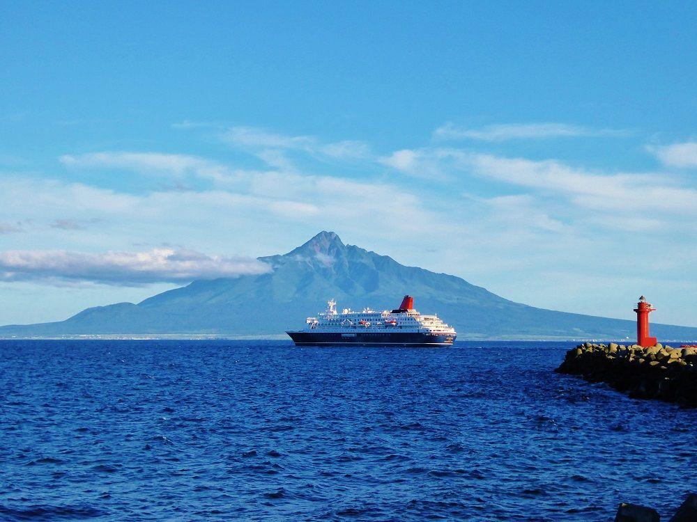 お隣の礼文島からの眺めも最高!