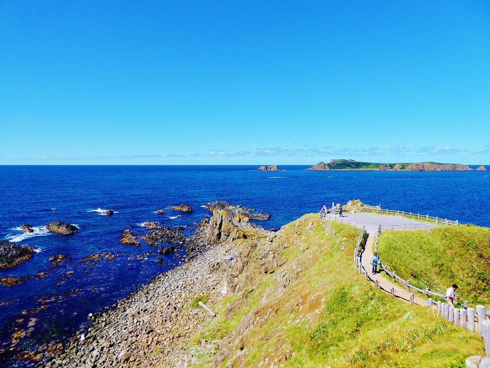 最北に広がる絶景と季節の花々が楽しみながら岬を巡る