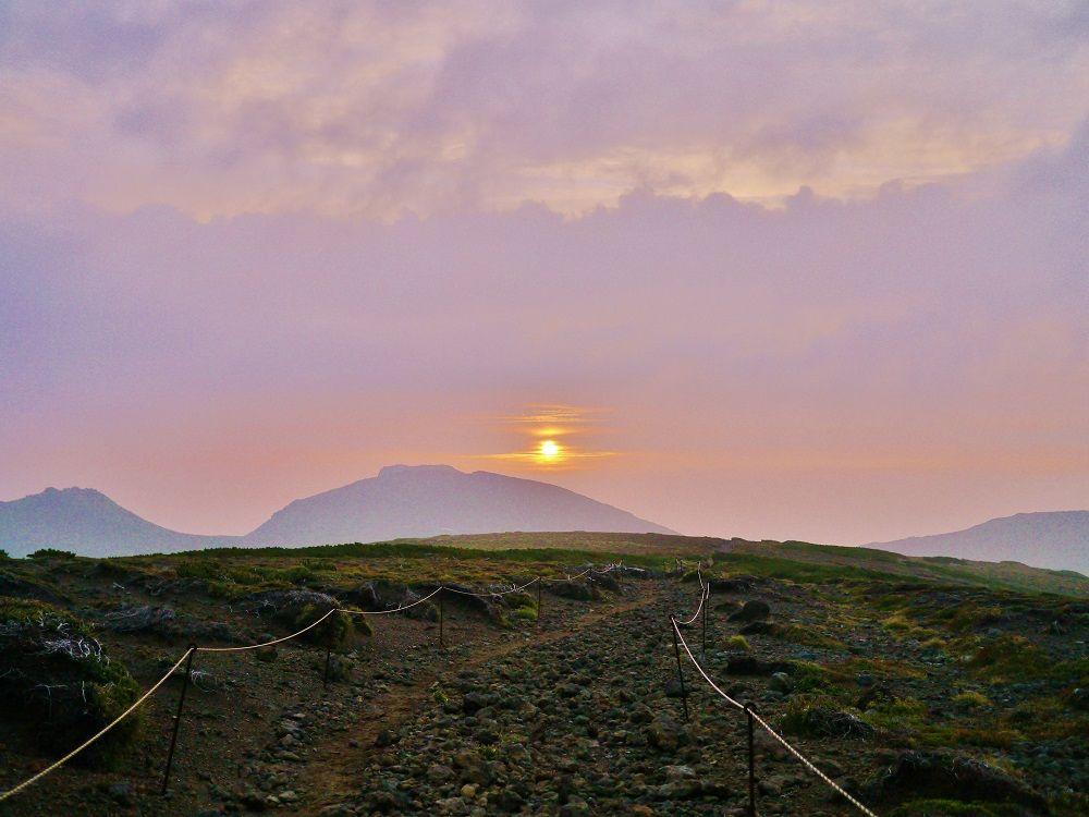 2日目は朝焼けの絶景の中を愛別岳に向けて出発