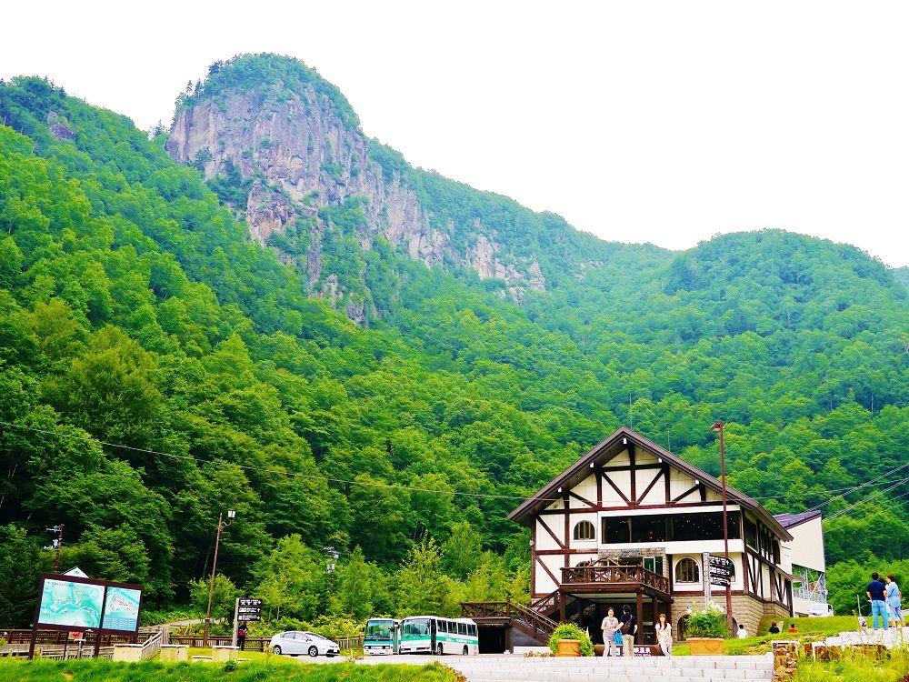 1日目はゆっくりと絶景と高山植物の黒岳山頂から黒岳石室へ