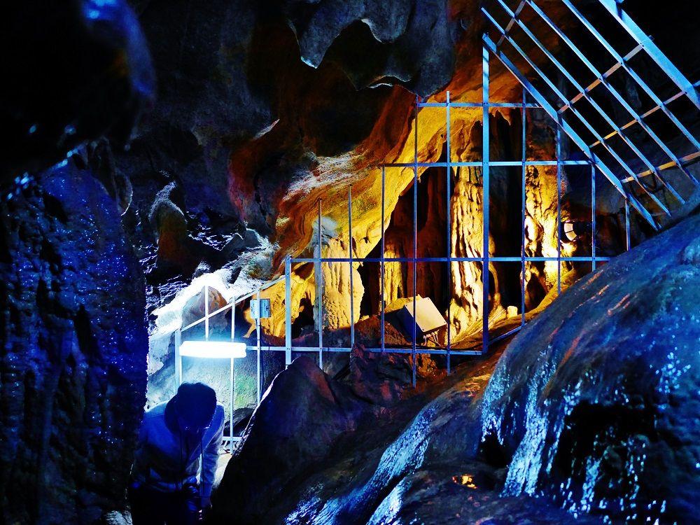 親子で楽しめる、探検コースで洞窟内を大冒険!