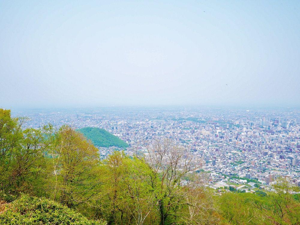 登頂のご褒美は展望台から眺める360度札幌市の風景!