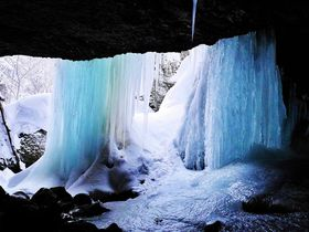 雪と氷の世界を冒険!小樽の秘境「穴滝」スノートレッキング