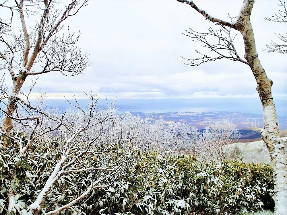 雪・街・海が織りなす美しき眺望とおいしい水!室蘭岳冬登山