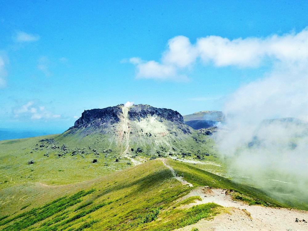 眼下に支笏湖畔の大自然!北海道・樽前山溶岩ドーム1周登山