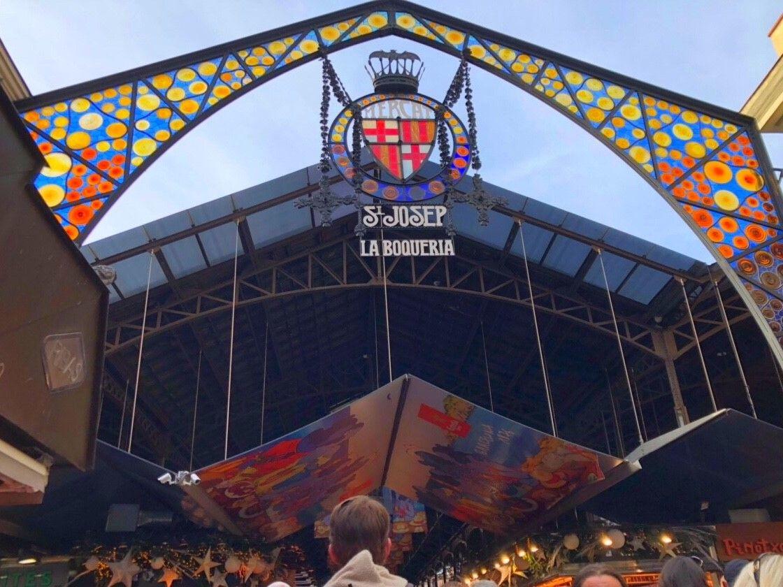 最大の規模&歴史を誇る「ブケリア市場」