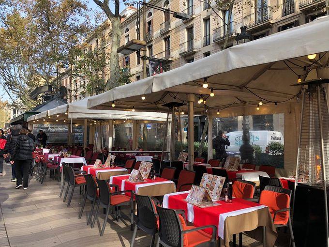 バルセロナを代表する遊歩道「ランブラス通り」