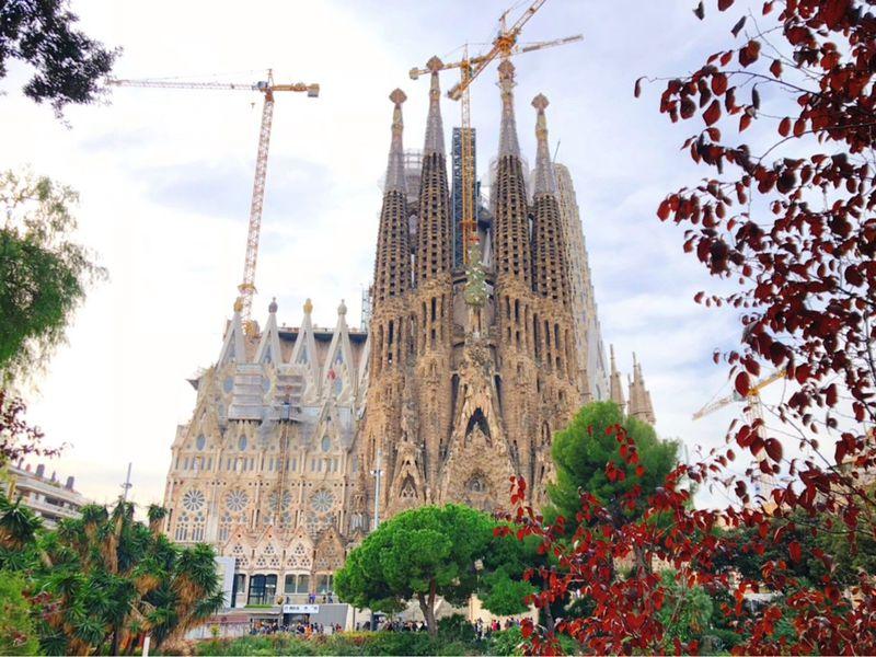 バルセロナに行ったら外せない!天才建築家ガウディの作品6選