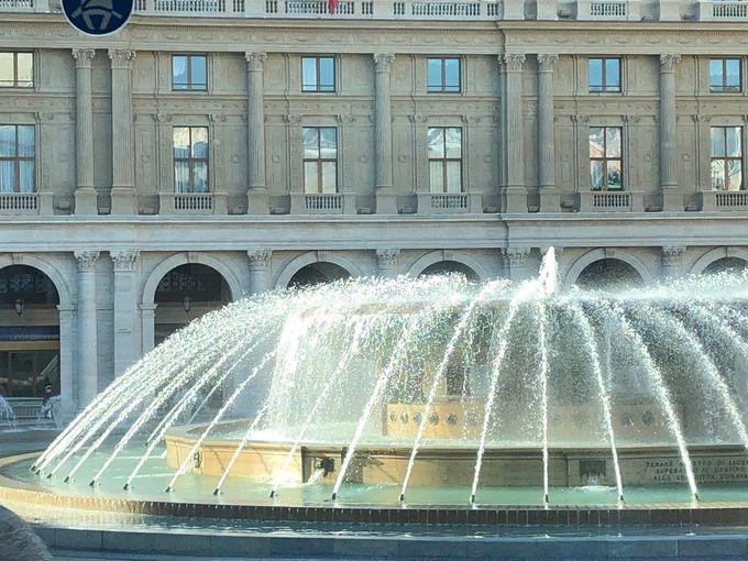 町の中心に巨大噴水!フェッラーリ広場