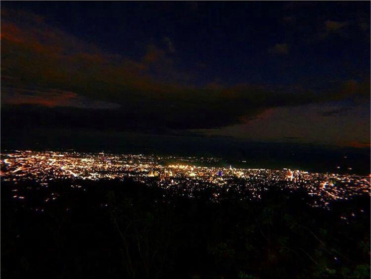 夜:TOPS展望台からセブ島一の夜景を!