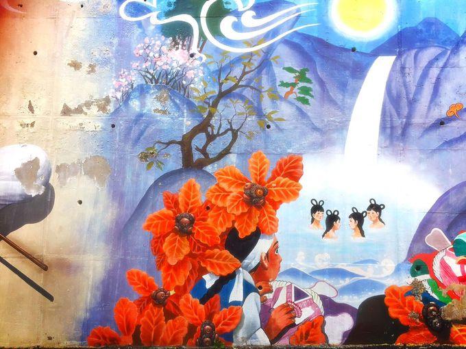 一風変わった壁画アートも!