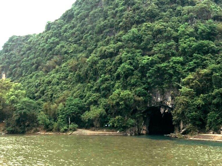 必見スポット2.珍しい冠の形「冠岩幽洞」