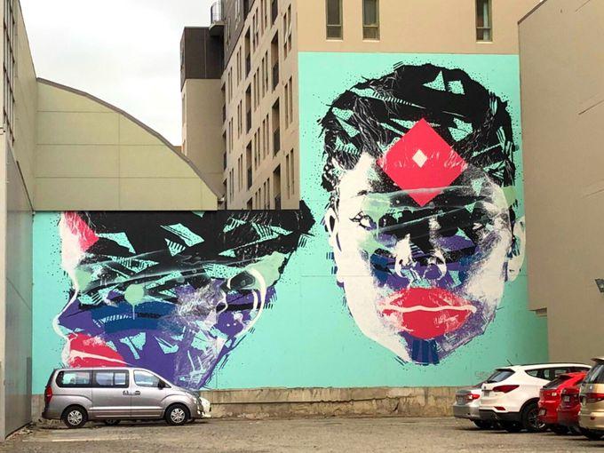街のあちこちにカラフルなウォルアート!