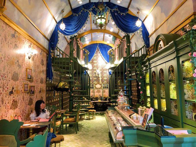 ブランド初のカフェSretsis parlour(スレトシスパーラー)