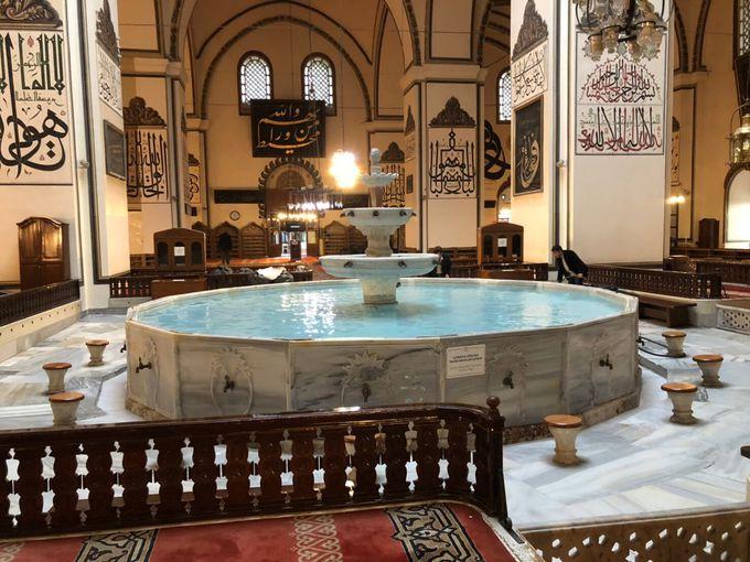 内部に泉があるレアモスク!ウル・ジャーミィ