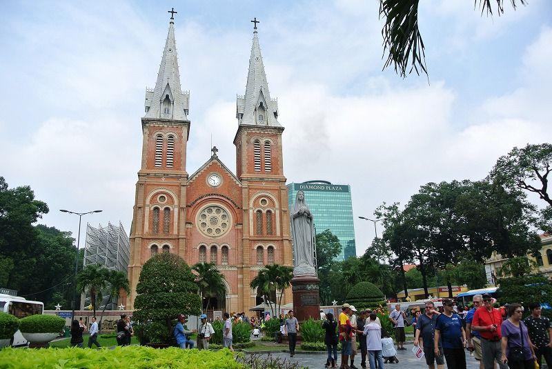 ピンクの「聖母マリア教会(サイゴン大聖堂)」