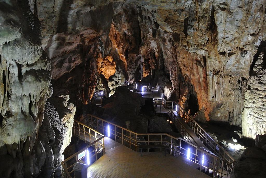 次は隣のティエンソン洞窟へ