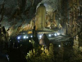惑星か地底王国のよう?ベトナム・フォンニャケバンで迫力の洞窟探検