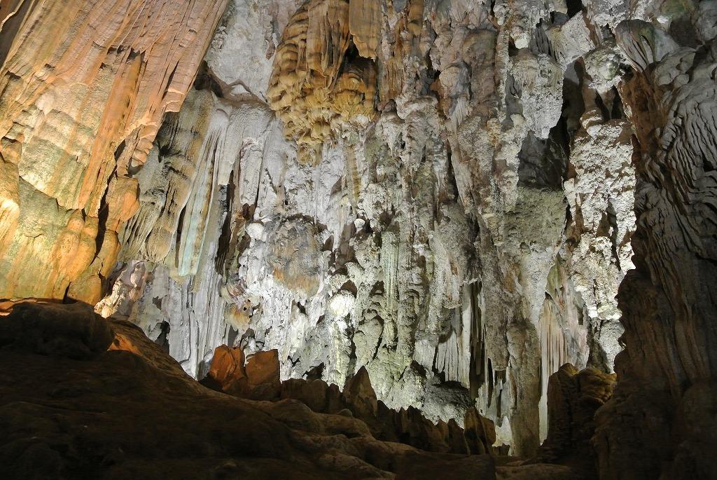 フォンニャ洞窟へはボートでアクセス