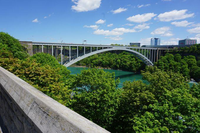 カジノや国境に架かる橋など「ナイアガラの滝」周辺施設