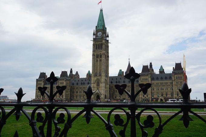 様々なシーンの「国会議事堂」を写真に残す