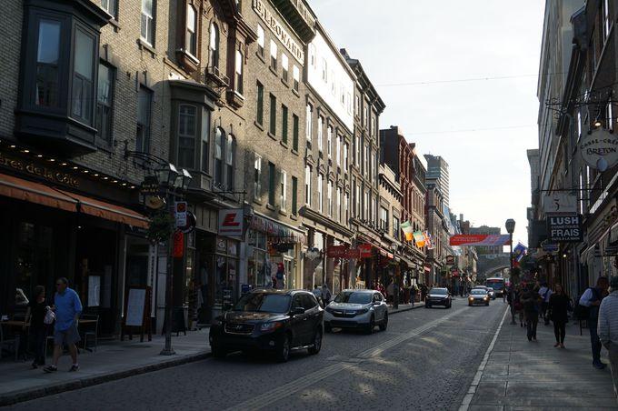 フランスの街にループしたような「サン・ジャン通り」