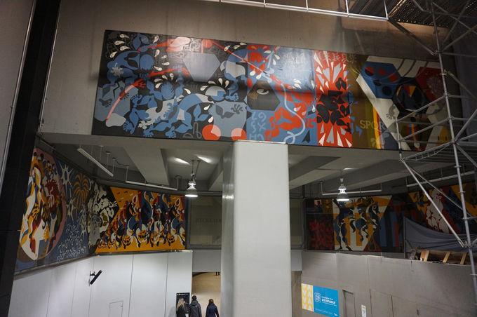 駅構内で気軽に楽しめるアート