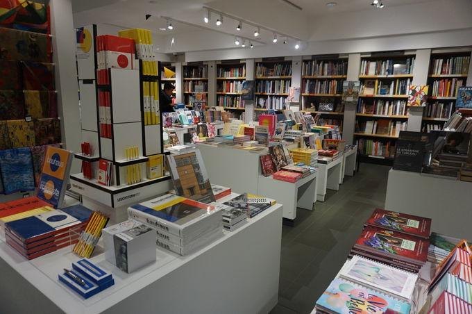 ユニークな展示物と充実のギフトショップ