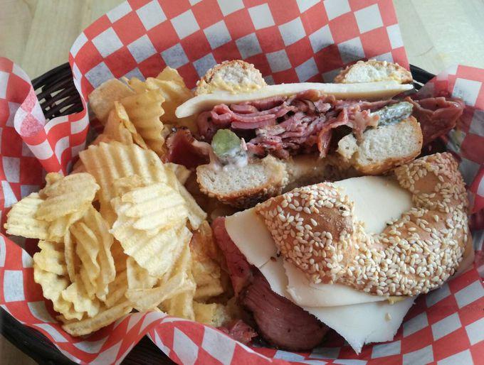 モントリオールに来たら食べたいスモークミート