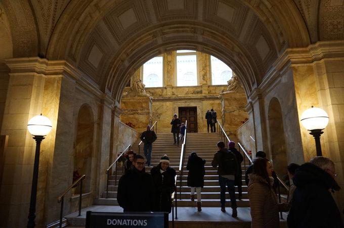 歴史とモダンが調和する「ボストン公共図書館」