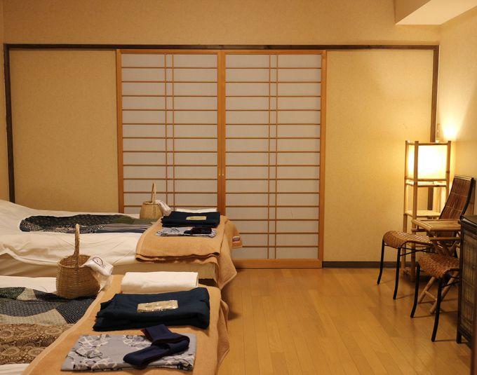 リゾートのように開放感のある館内と客室