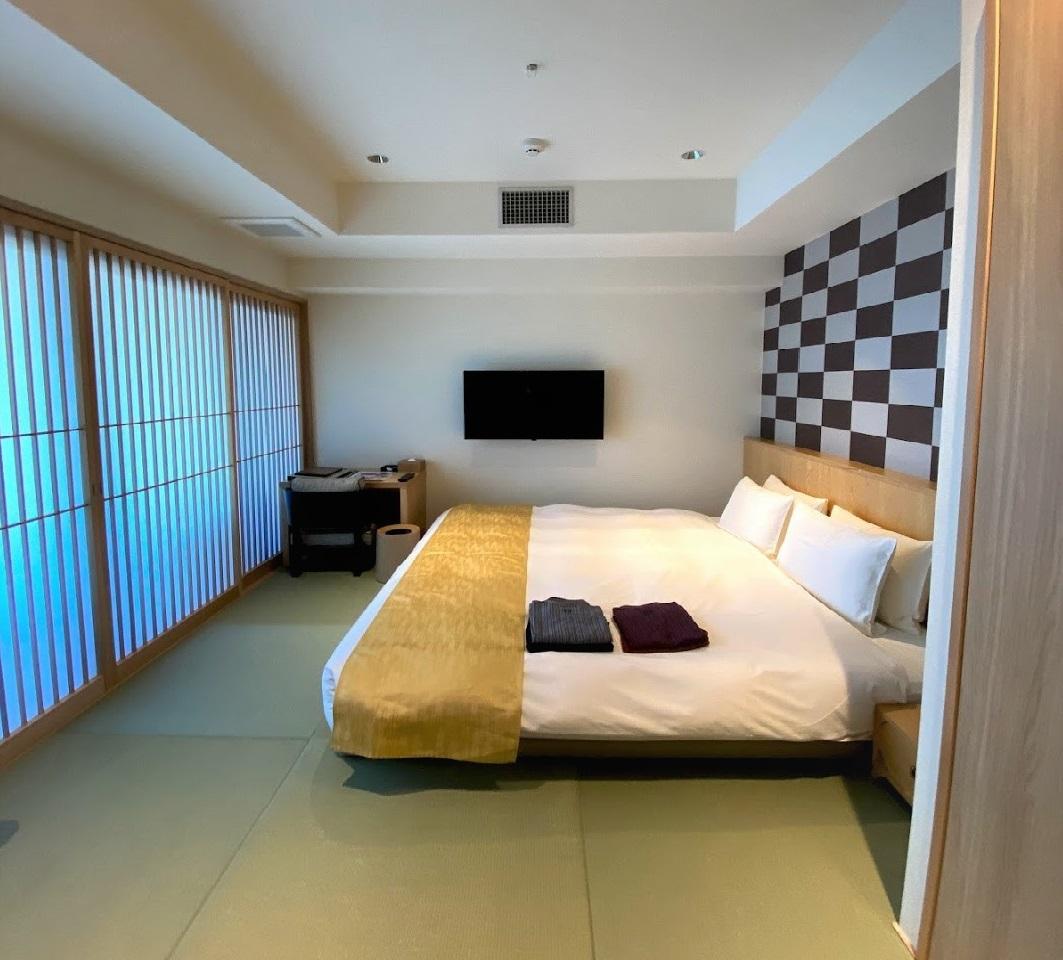 モダンさと日本の伝統が心地よく交差した内装