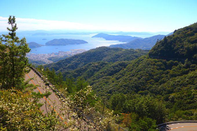瀬戸内海に飛び込んでいく絶景道「小豆島ブルーライン」