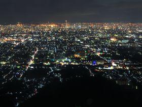 眼下に広がる圧倒的なパノラマ!大阪が誇る夜景が美しい山3選