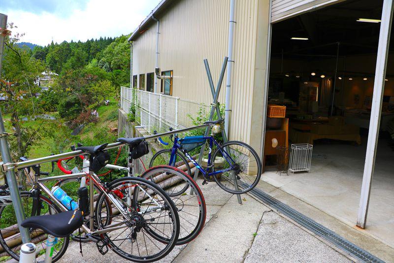 牧歌的な山間部の風景も!大阪の北摂に佇む「ぐりとよキッチン」