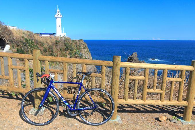 圧倒的スケールの太平洋と白亜の「大王崎灯台」