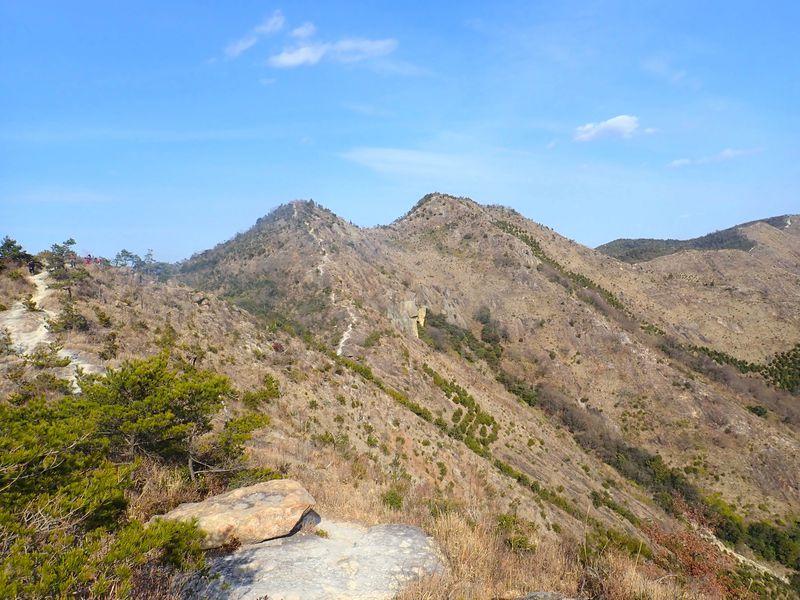 このパノラマとスケールで標高300m!?兵庫県「播磨アルプス」大縦走