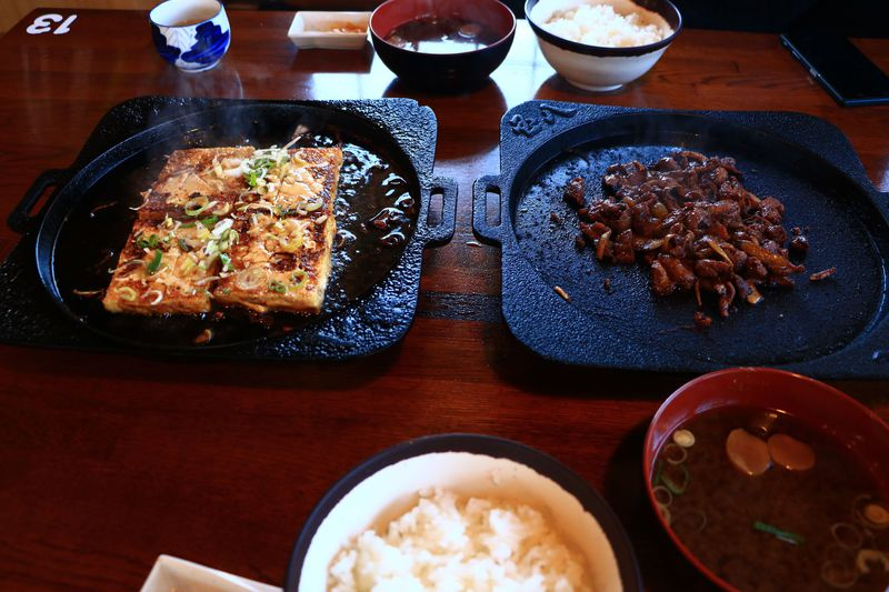 ライスが欲しくて堪らない!「国八食堂」の豆腐ステーキと鶏ちゃん